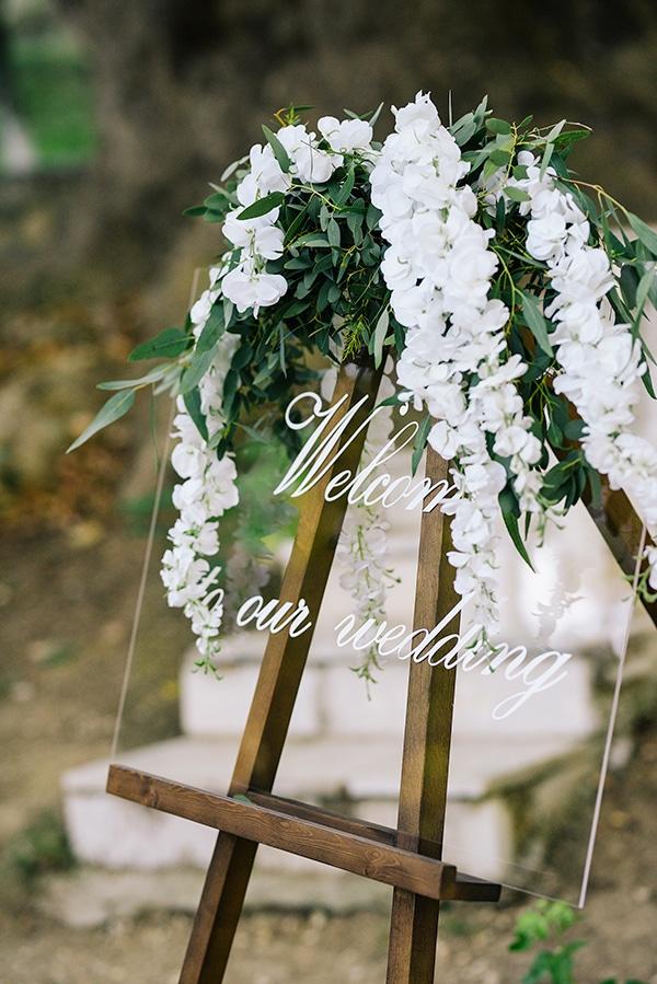 fairytale-styled-photoshoot-wedding-dresses-lush-florals_09x