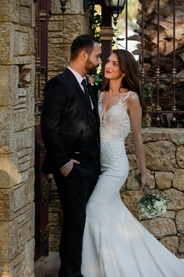 fall-wedding-larisa-baby-breaths-lisianthus_02x