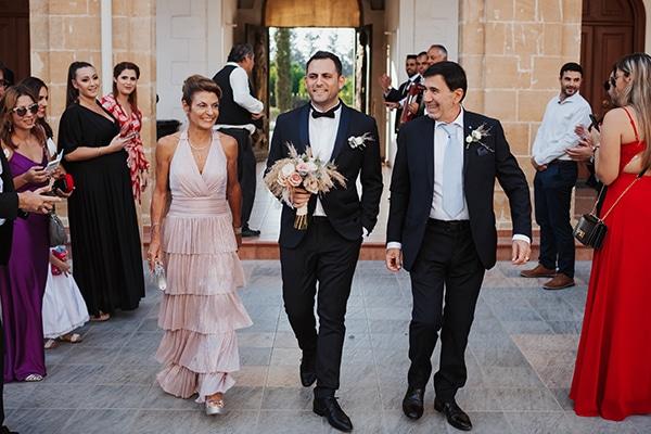 fall-wedding-nicosia-elegant-elements-pastel-tones_16