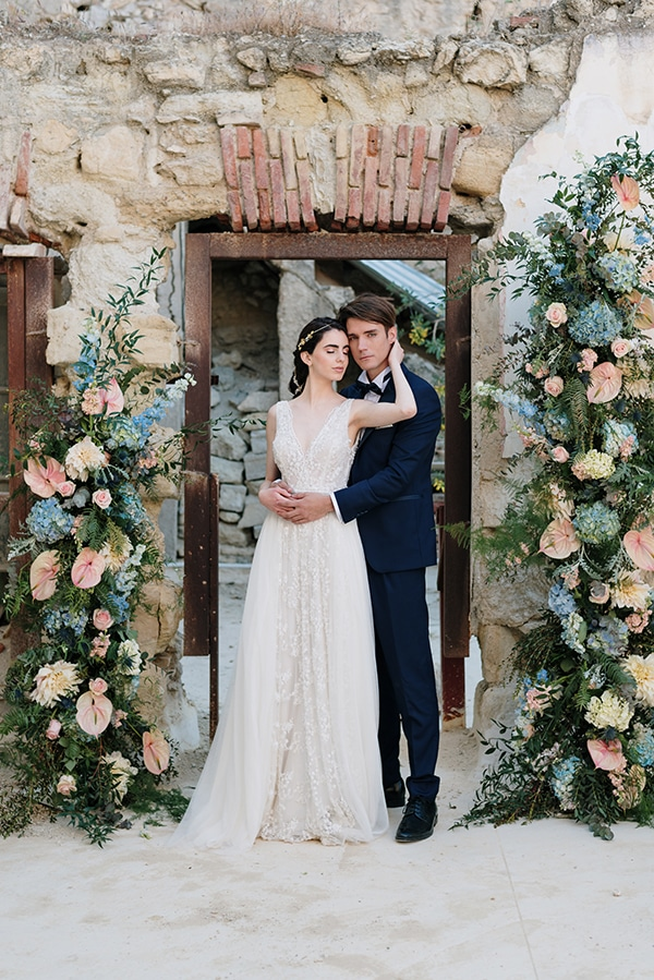 impressive-styled-shoot-romantic-rustic-touches-falirikon-art-and-events_07x