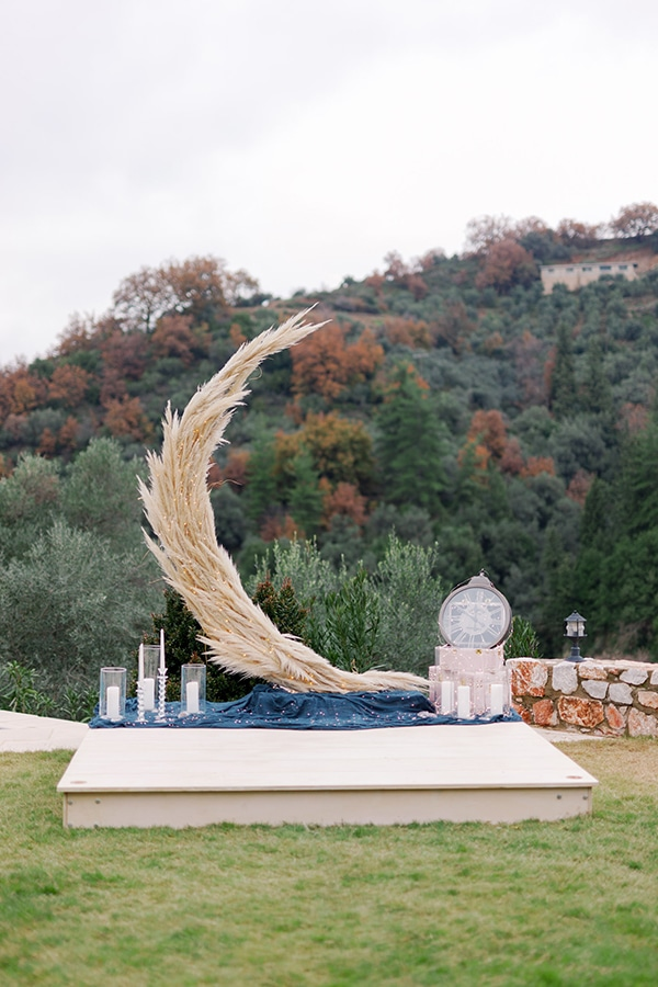 magical-styled-shoot-crete-royal-blue-dusty-pink-hues_06