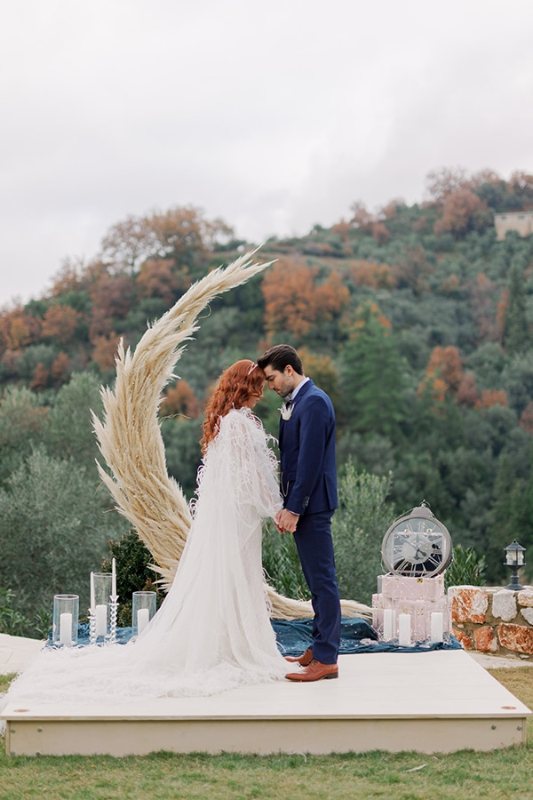 magical-styled-shoot-crete-royal-blue-dusty-pink-hues_07x