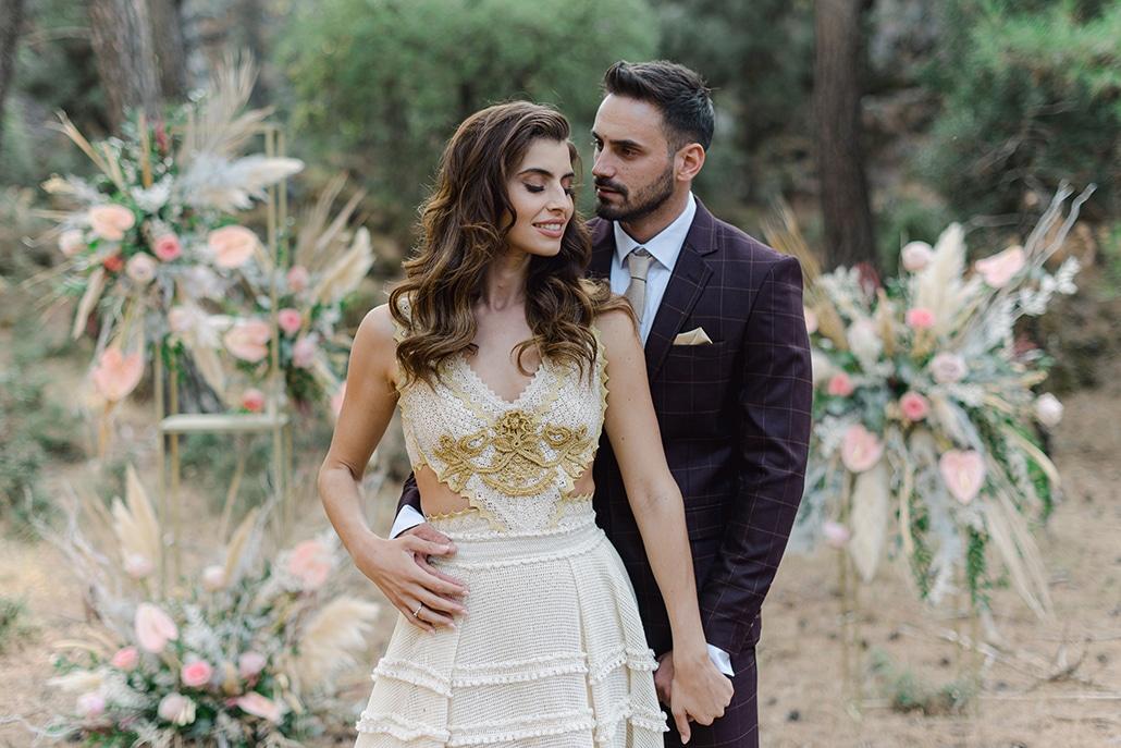 Ρομαντική bohemian φωτογράφιση στην Κρήτη με pampas grass και κρίνους