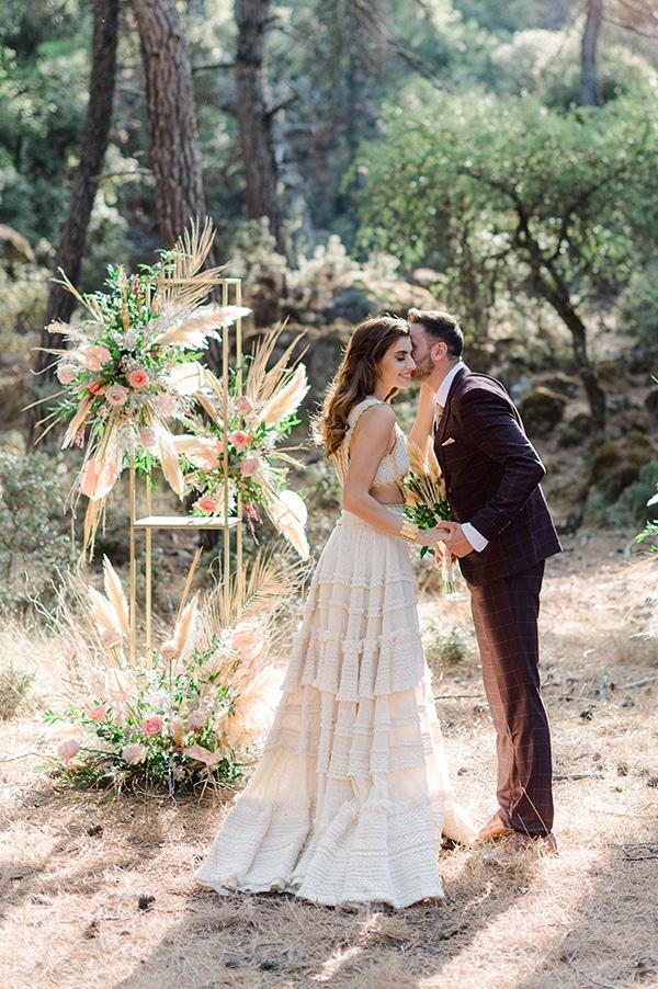 romantic-bohemian-styled-shoot-crete-pampas-grass-lilly_04x