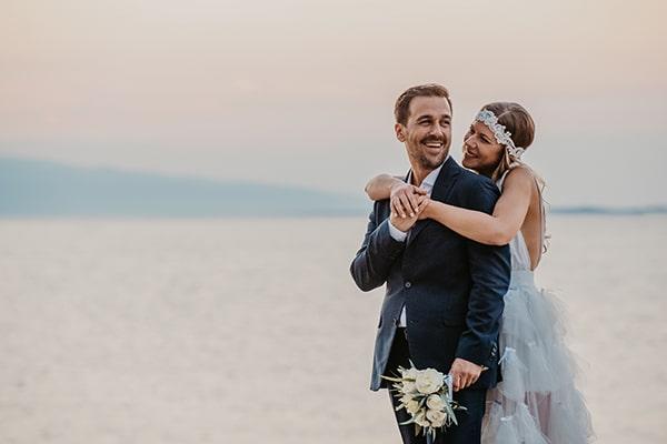 Ρομαντικός καλοκαιρινός γάμος στην Αίγινα με λευκά τριαντάφυλλα και ευκάλυπτο │ Βάγια & Αλέξης