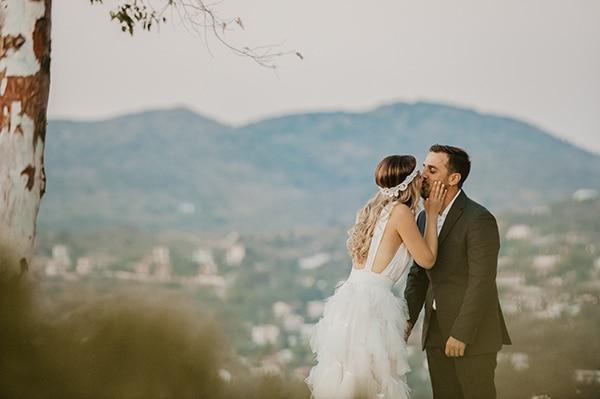 romantic-summer-wedding-aegina-white-roses-eucalyptus_02x