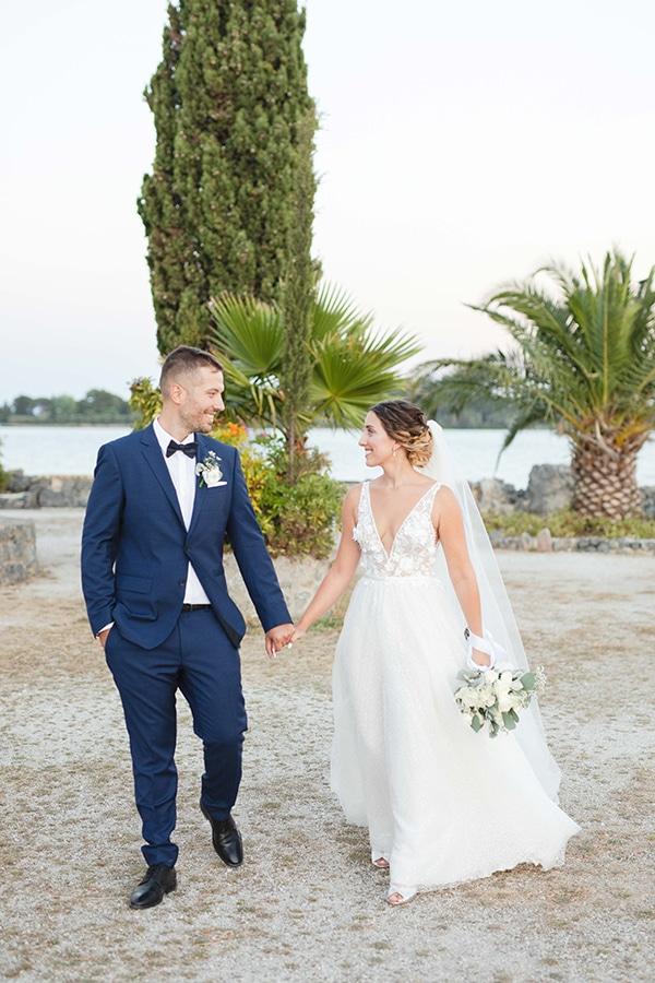 romantic-summer-wedding-corfu-white-roses-light-blue-touches_01