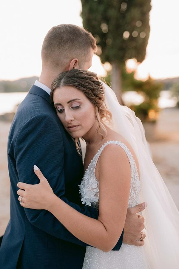 romantic-summer-wedding-corfu-white-roses-light-blue-touches_01x
