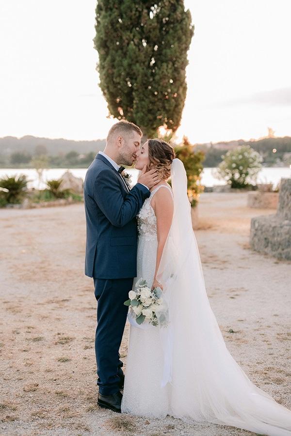romantic-summer-wedding-corfu-white-roses-light-blue-touches_02