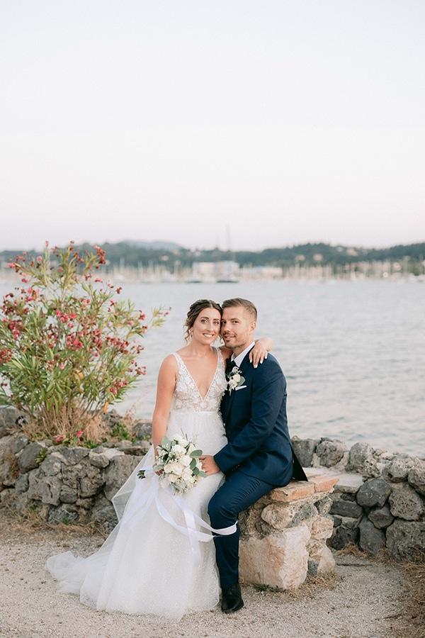 romantic-summer-wedding-corfu-white-roses-light-blue-touches_02x