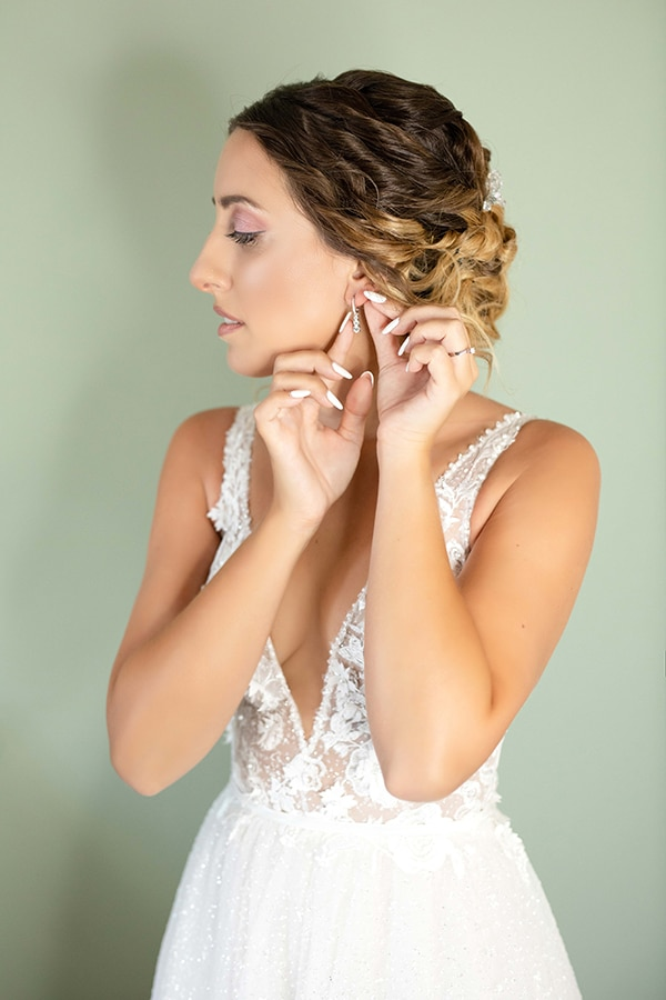 romantic-summer-wedding-corfu-white-roses-light-blue-touches_05x