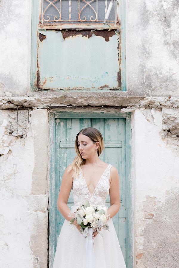romantic-summer-wedding-corfu-white-roses-light-blue-touches_07