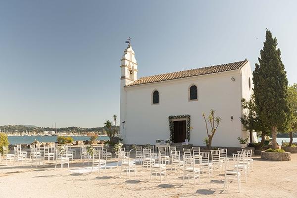 romantic-summer-wedding-corfu-white-roses-light-blue-touches_10
