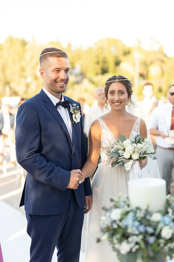 romantic-summer-wedding-corfu-white-roses-light-blue-touches_20