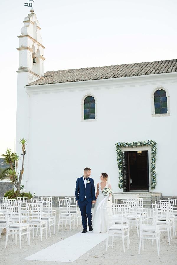 romantic-summer-wedding-corfu-white-roses-light-blue-touches_23