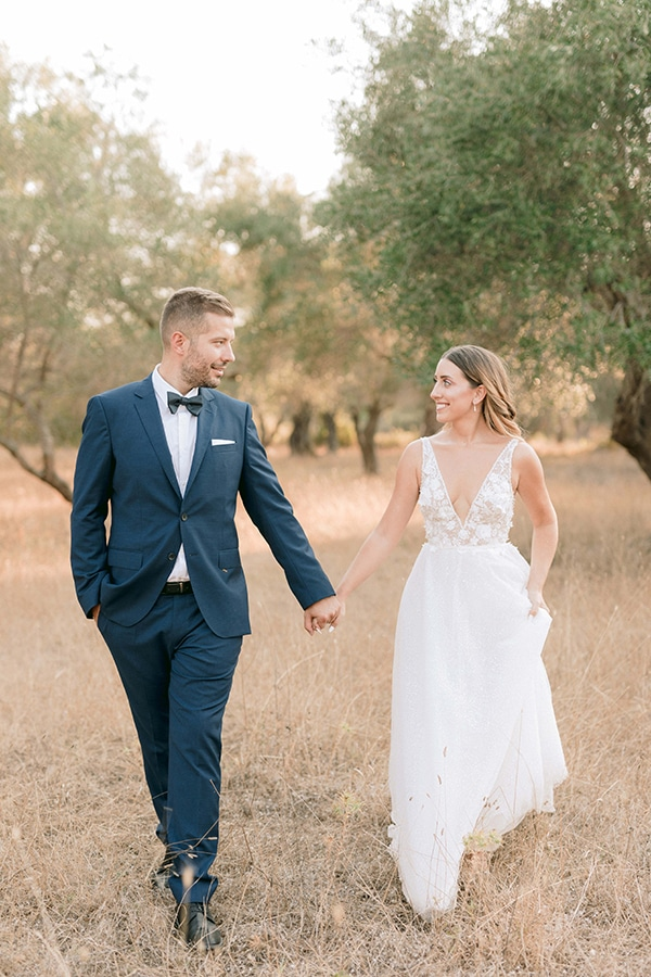 romantic-summer-wedding-corfu-white-roses-light-blue-touches_28
