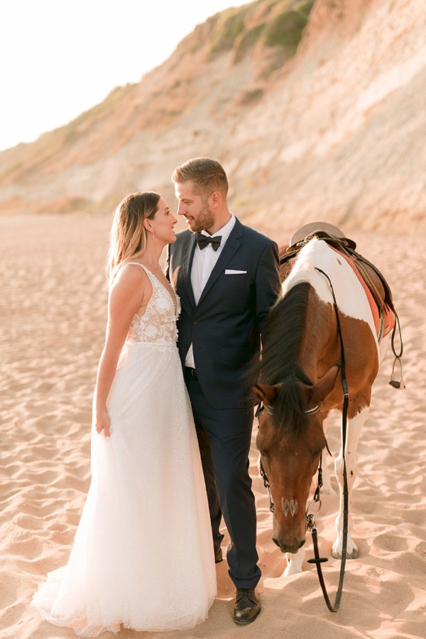 romantic-summer-wedding-corfu-white-roses-light-blue-touches_29