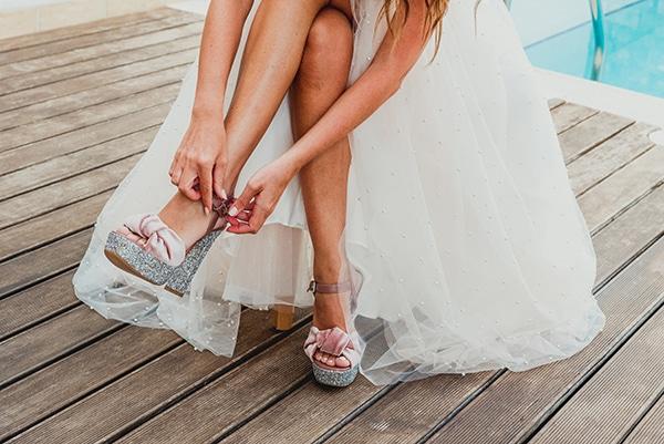romantic-summer-wedding-lake-iraiou-lycianthus-baby-breath_09