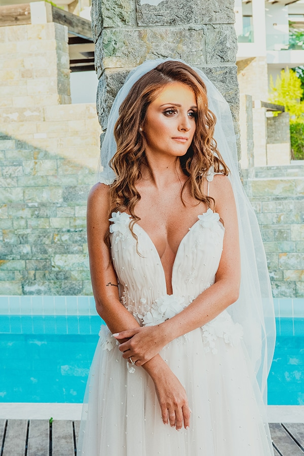 romantic-summer-wedding-lake-iraiou-lycianthus-baby-breath_11