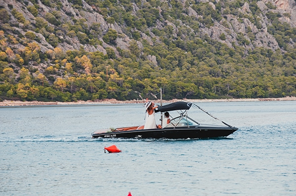romantic-summer-wedding-lake-iraiou-lycianthus-baby-breath_14