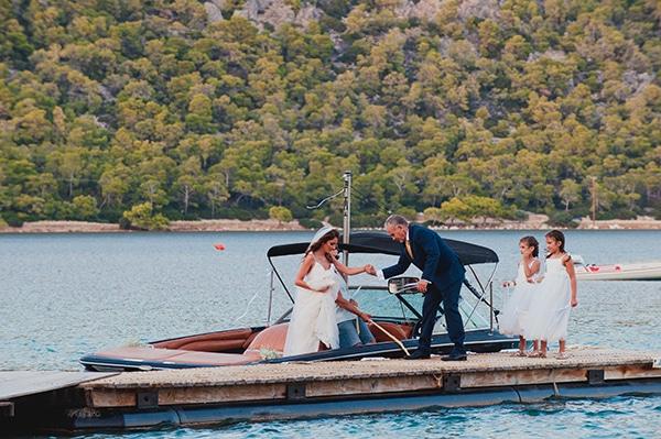 romantic-summer-wedding-lake-iraiou-lycianthus-baby-breath_15