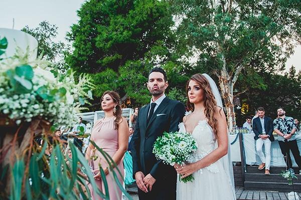 romantic-summer-wedding-lake-iraiou-lycianthus-baby-breath_19