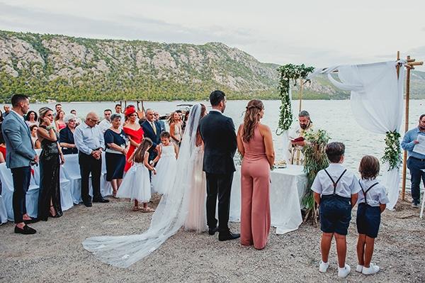 romantic-summer-wedding-lake-iraiou-lycianthus-baby-breath_20