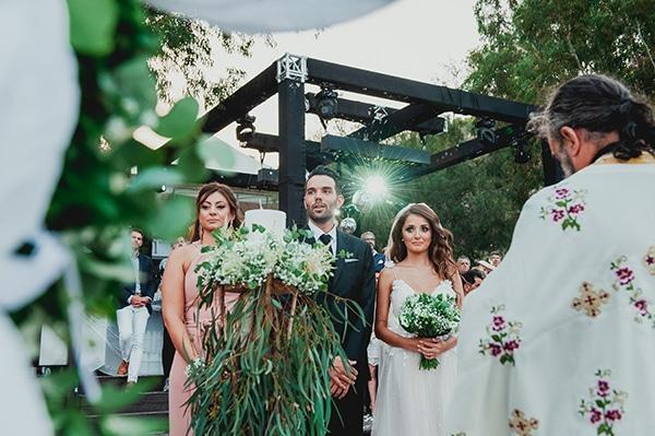 romantic-summer-wedding-lake-iraiou-lycianthus-baby-breath_21