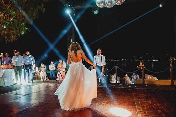 romantic-summer-wedding-lake-iraiou-lycianthus-baby-breath_29