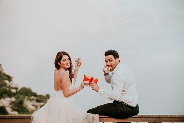 romantic-summer-wedding-lake-iraiou-lycianthus-baby-breath_35