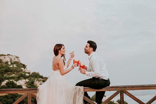romantic-summer-wedding-lake-iraiou-lycianthus-baby-breath_37
