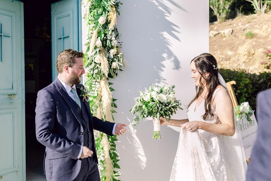 Ρομαντικός καλοκαιρινός γάμος στην Κεφαλονιά με λευκά τριαντάφυλλα και ελιά │ Victoria & Nicholas