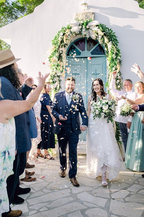 summer-wedding-kefalonia-white-roses-olives_19