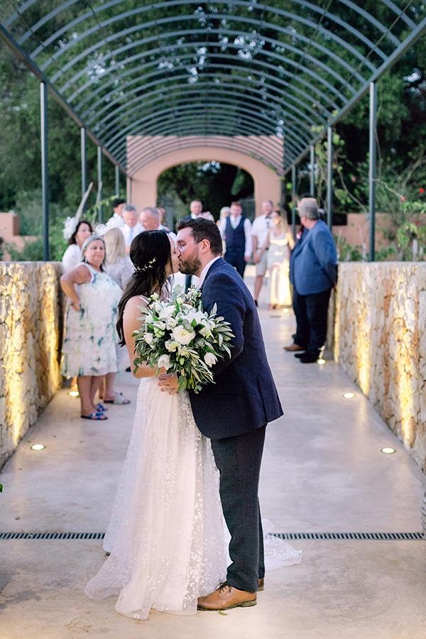 summer-wedding-kefalonia-white-roses-olives_25