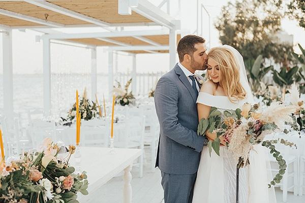 bohemian-chic-wedding-cyprus-pampas-grass-pink-roses_01