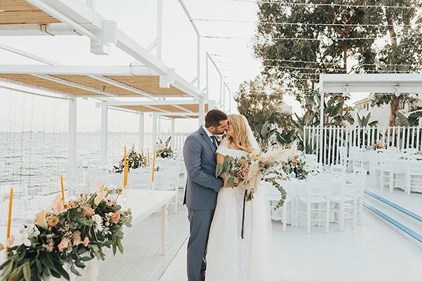 bohemian-chic-wedding-cyprus-pampas-grass-pink-roses_02