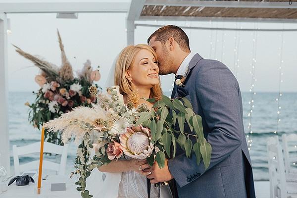 bohemian-chic-wedding-cyprus-pampas-grass-pink-roses_03