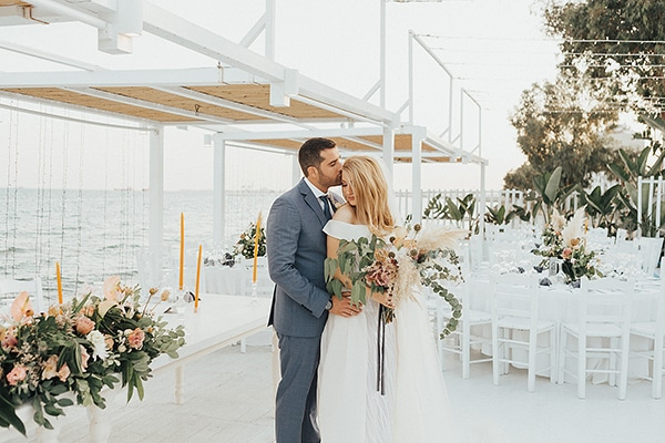 bohemian-chic-wedding-cyprus-pampas-grass-pink-roses_31