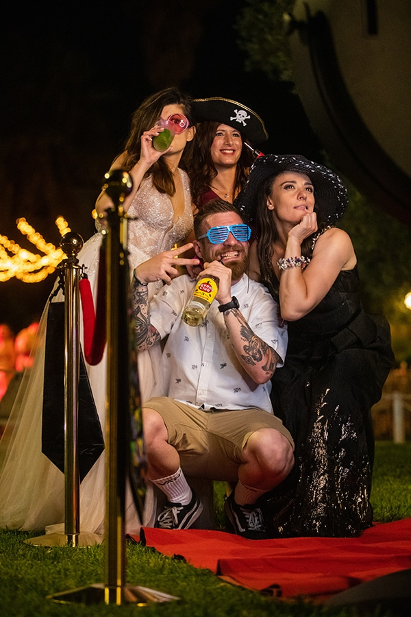 choose-entertaining-experience-shoot-wedding-party_06