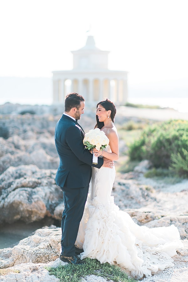 dreamy-wedding-kefalonia-lush-flowers-arrangements-romantic-elements_01x