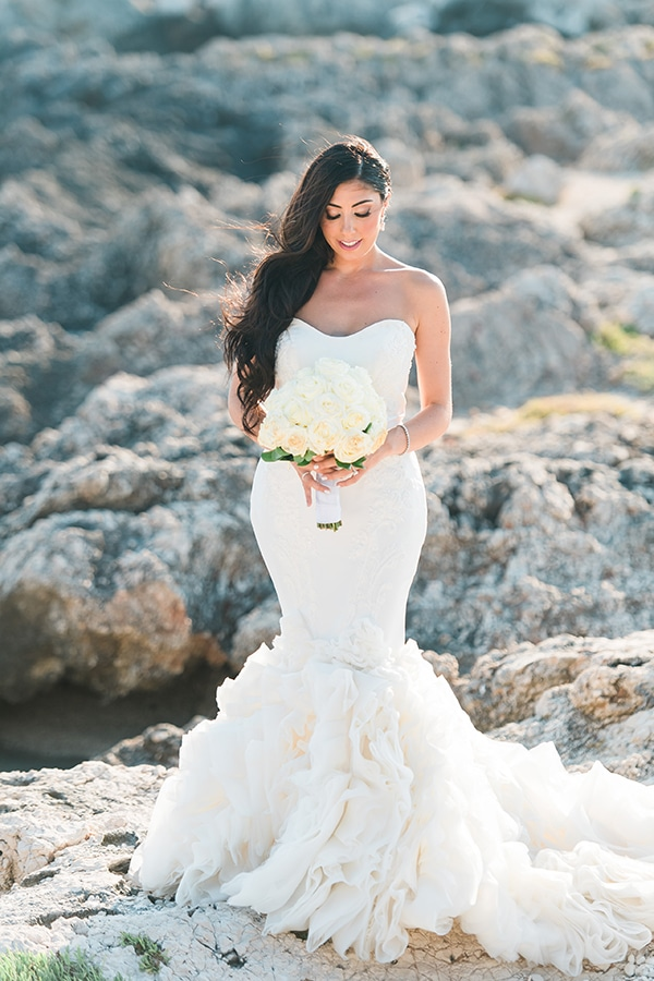 dreamy-wedding-kefalonia-lush-flowers-arrangements-romantic-elements_02