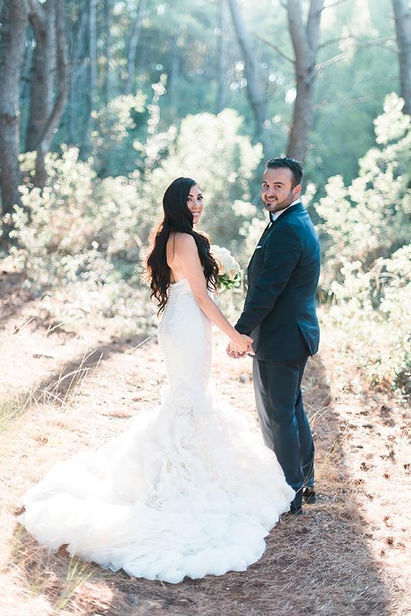 dreamy-wedding-kefalonia-lush-flowers-arrangements-romantic-elements_02x