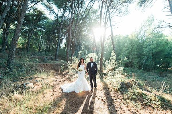 dreamy-wedding-kefalonia-lush-flowers-arrangements-romantic-elements_04