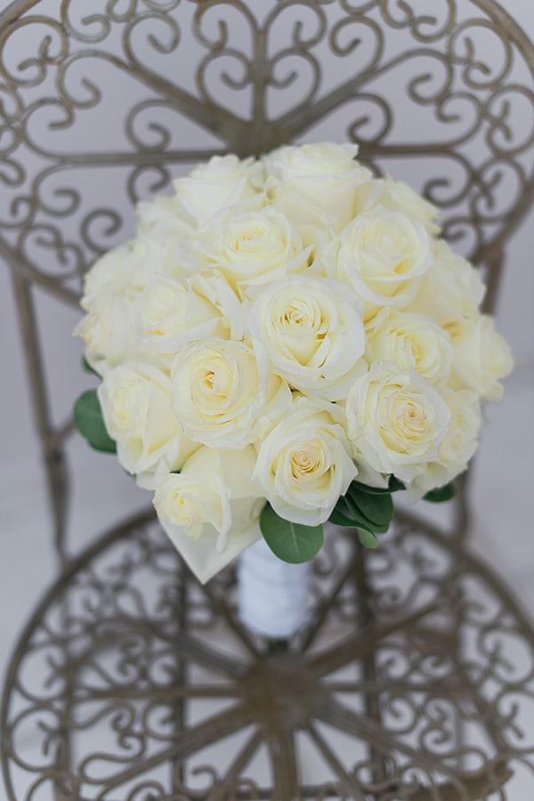 dreamy-wedding-kefalonia-lush-flowers-arrangements-romantic-elements_04x