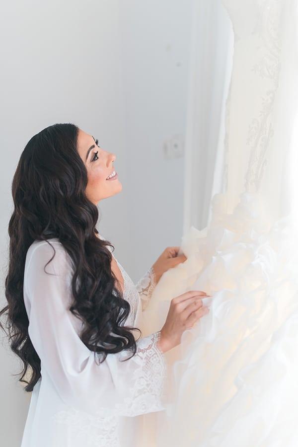 dreamy-wedding-kefalonia-lush-flowers-arrangements-romantic-elements_06