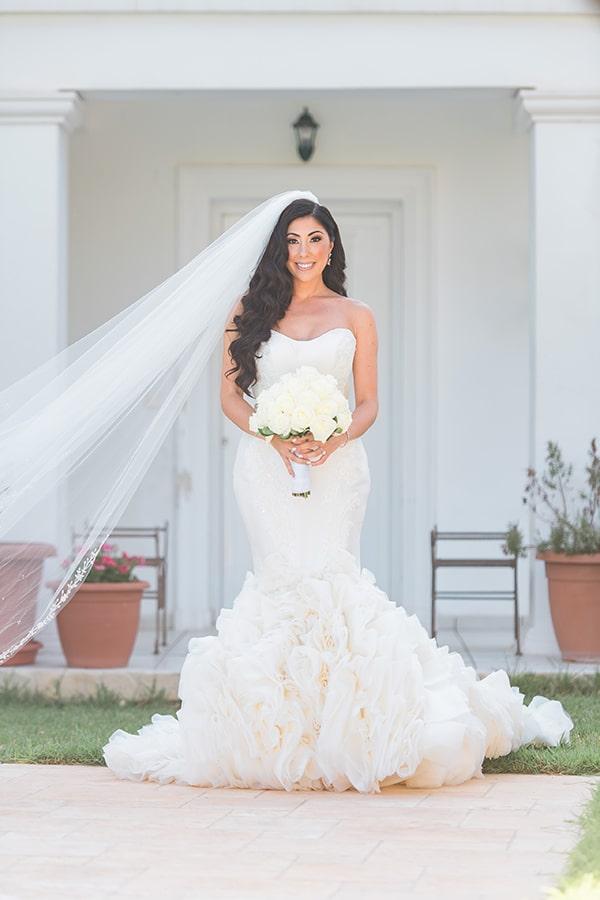 dreamy-wedding-kefalonia-lush-flowers-arrangements-romantic-elements_15