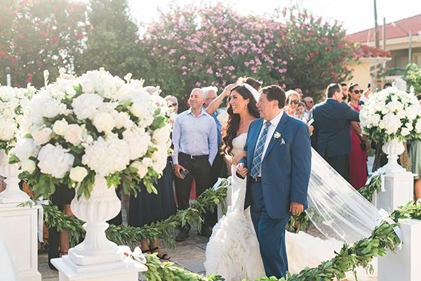 dreamy-wedding-kefalonia-lush-flowers-arrangements-romantic-elements_22