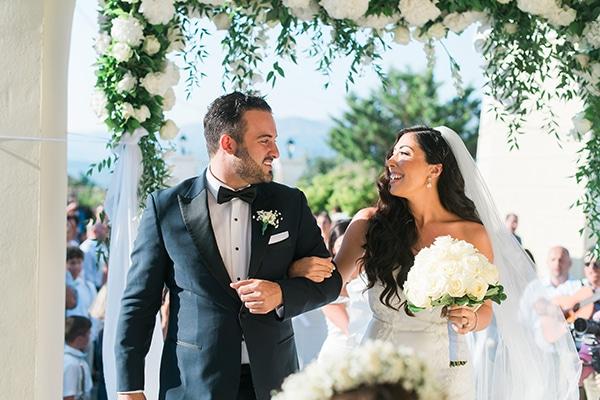 dreamy-wedding-kefalonia-lush-flowers-arrangements-romantic-elements_22x