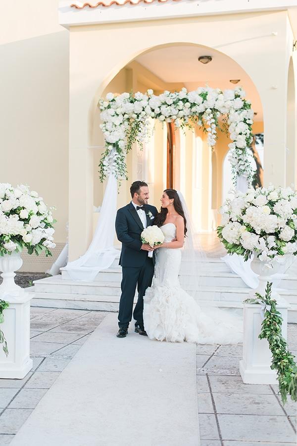 dreamy-wedding-kefalonia-lush-flowers-arrangements-romantic-elements_27