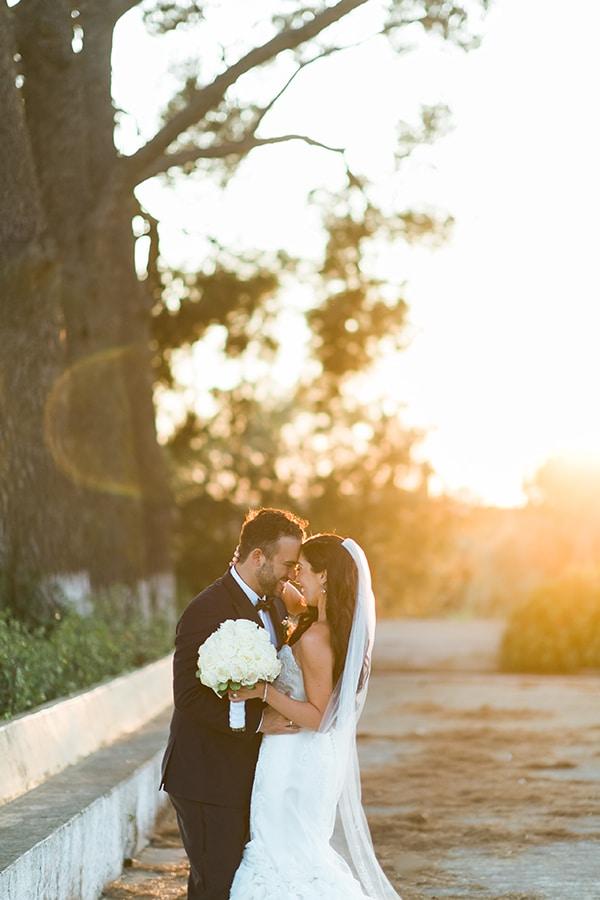 dreamy-wedding-kefalonia-lush-flowers-arrangements-romantic-elements_35